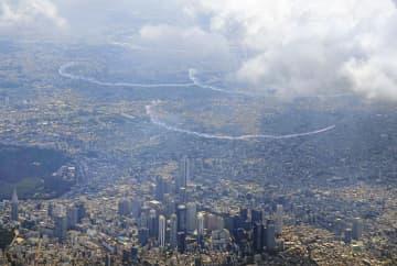 ニュース画像:上空の五輪マーク再現ならず ブルーインパルス、都心を飛行