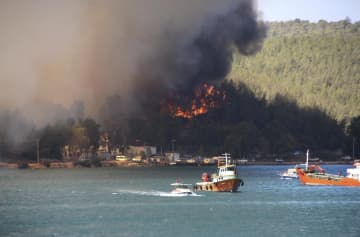 トルコ南部で山火事続き死者6人 各国支援、ホテル客退避も 画像