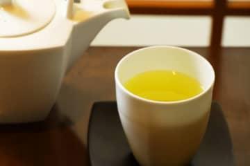 マスク生活で悪化する口臭対策に「緑茶をこまめに飲む」