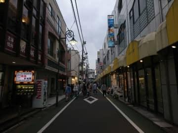 東京商工リサーチが「飲食業(1-8月)の倒産」調査。飲食業全体の倒産は小康状態も、コロナ関連は204件で前年比増加。宣言等の地域外での増加が目立つ。対象地域外でも支援が求められる。