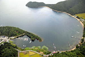 2020年9月、豊田さん母子らが死傷する事故が起きた猪苗代湖の中田浜=会津若松市