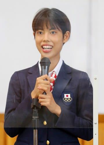 8月下旬、母校で生徒たちに応援への感謝を伝える廣中=長崎市、長崎商高視聴覚室