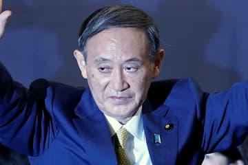 昨年9月、自民党総裁選・新総裁に菅氏を選出(写真:アフロ)