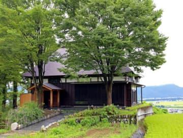 古民家を改修した貸し切り宿「里山十帖 THE HOUSE IZUMI」=南魚沼市天野沢