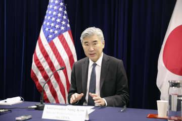 記者会見する米国のソン・キム北朝鮮担当特別代表=15日午前、東京都港区の米大使館