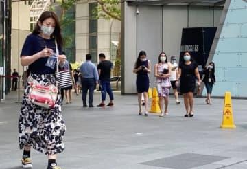 2021年1~6月期にメイドを除く外国人労働者の雇用者数は、3万2,600人減少した=シンガポール中心部(NNA撮影)