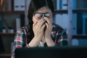 仕事が「つまらない」と思う瞬間は? 3位「人間関係に不満があるとき」2位「評価・感謝されないとき」…1位は?