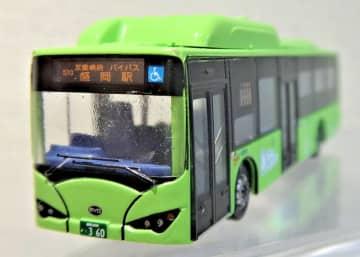 大型電気バスをミニカーに 150分の1スケール 県交通が販売