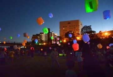 夜空に浮かべたランタン風船 コロナ下の社会を明るく照らす 霧島