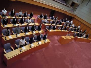 【補正予算案を全会一致で「可決すべき」とした予算決算常任委=三重県議会議事堂で】