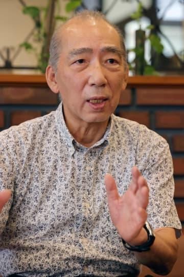 「これからも気力、体力が続く限り書いていきたい」と話す上川さん=長崎新聞社