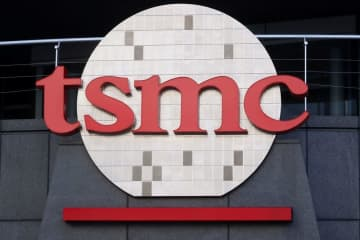 台湾積体電路製造(TSMC)の本社に掲げられたロゴ=1月、台湾・新竹(ロイター=共同)