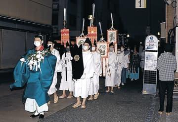 ご神体を金沢エムザの神社に戻す一行=金沢市安江町