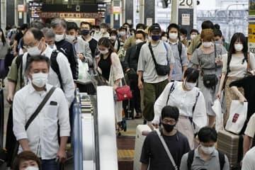 お盆の東京駅の様子。年末にはよりいっそうの人出が予想される(写真:共同通信)