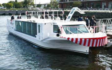 お披露目された「SEA BASS ACE(シーバス・エース)」=新港ふ頭さん橋