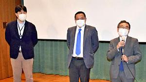 会場からの質問に答える(右から)高木氏、安本氏、坪倉氏