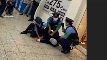 """ニュース画像:「上野駅で男性2人刺される 面識なく""""通り魔的""""犯行か 容疑者確保の瞬間」"""