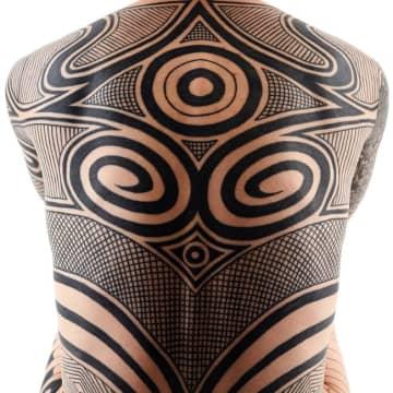 ケロッピー前田のある一日、縄文時代のタトゥーを現代に復活させる展覧会にて
