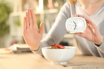 長寿の秘訣はカロリー減と断食? 「全量を一食で摂取が健康に最適か」と専門家