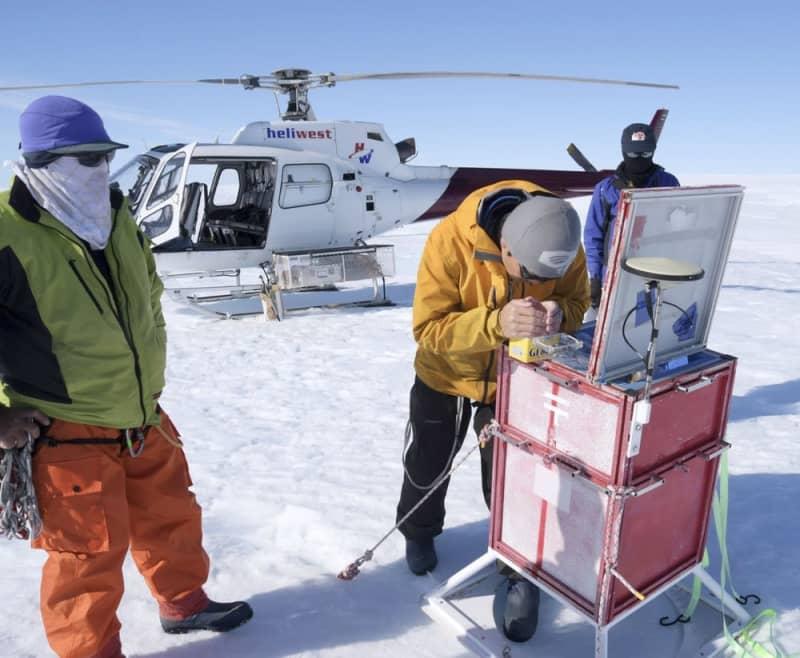 南極観測隊の力仕事、記者が体験してみた 硬い雪、泥、ほこり…設備建設の現場でみたもの