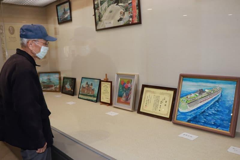 船や佐世保の風景描く 市立図書館で高原さん個展