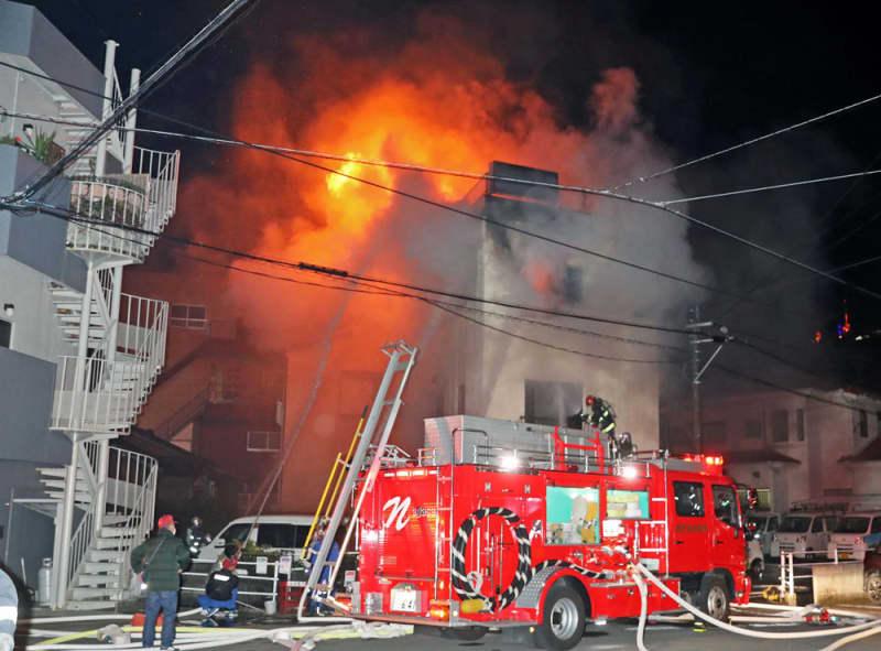 火事 長崎 市 長崎市内の飲食店で火事→隣のパチンコ店「まるみつ」に燃え移り大変な状況に