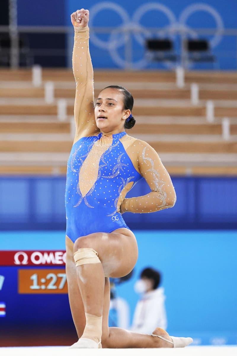 体操選手、差別抗議の演技話題に コスタリカの18歳、片膝つき拳 ...