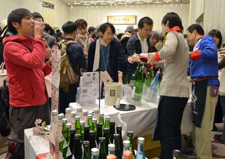 おいしい近江の新酒、ほろ酔い気分に 大津で「きき酒会」