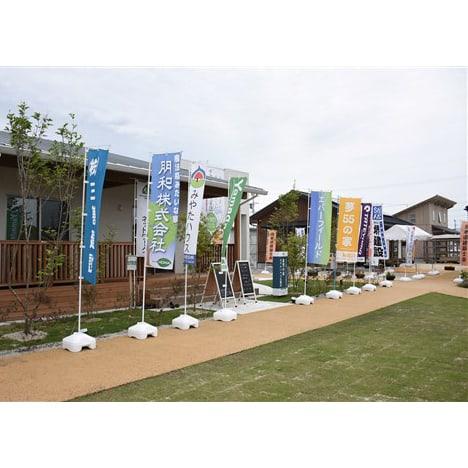 テクノ仮設団地内に建つ3棟の「くまもと型復興住宅」=益城町