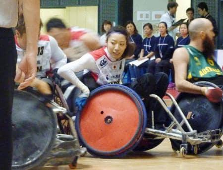 オーストラリア戦に出場した車いすラグビー日本代表初の女子選手、倉橋香衣(中央)=千葉ポートアリーナ