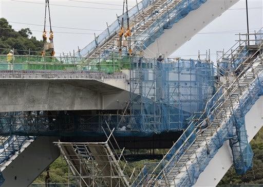 路面部分がつながった新天門橋