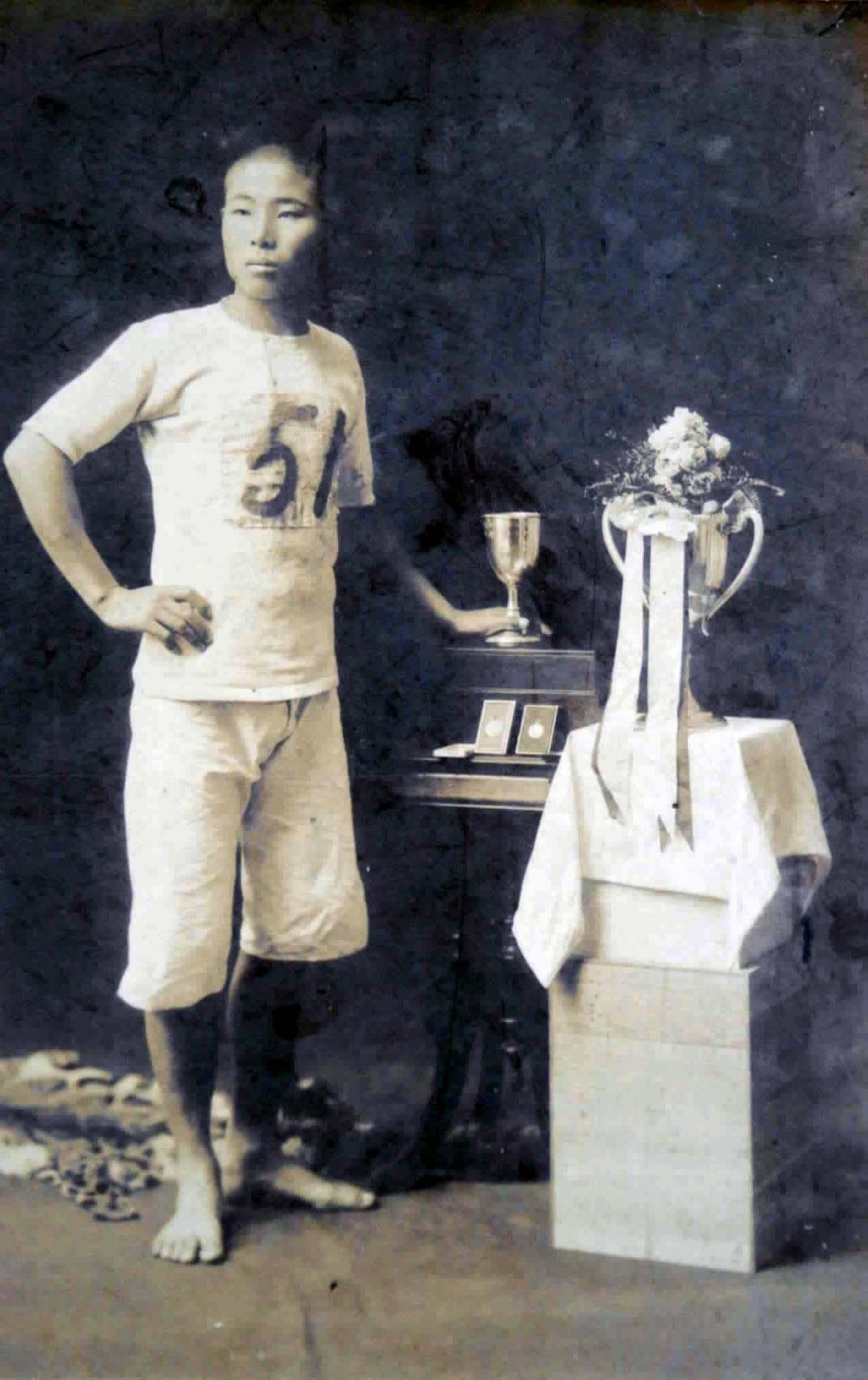 1911年のストックホルム五輪国内予選で優勝したときの金栗四三
