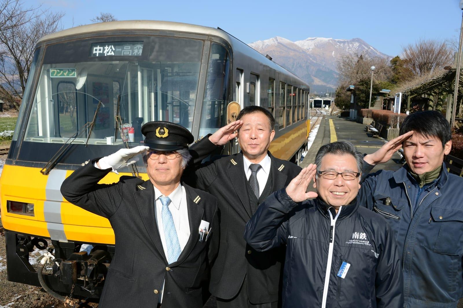 熊本地震からの全線復旧を目指す南阿蘇鉄道の職員