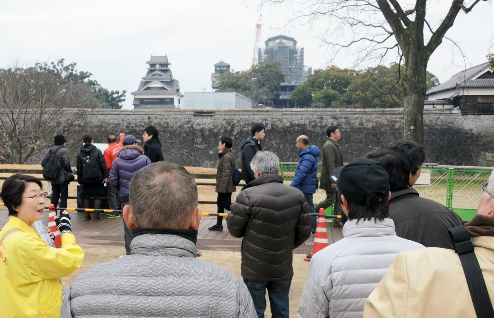 連日多くの観光客が訪れる二の丸広場周辺