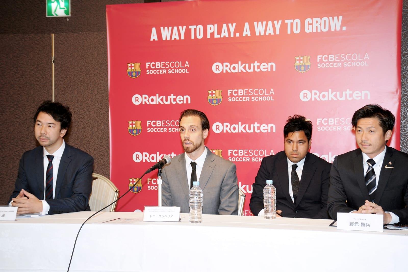 FCバルセロナのサッカースクール熊本校開校で会見する同クラブ関係者ら。