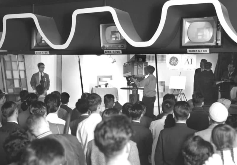 <あのころ>カラーテレビの実験放送 1台42万円 – 共同通信