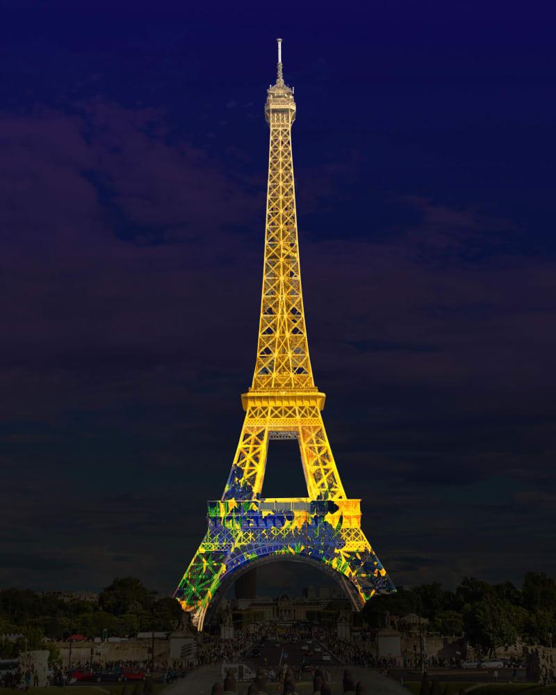 「燕子花図屏風」が投影されたエッフェル塔のイメージ