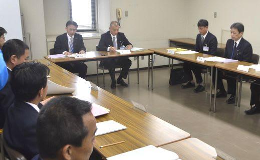 徳島新聞社に実行委員会への参加要請を決めた徳島市PTの会合=市役所