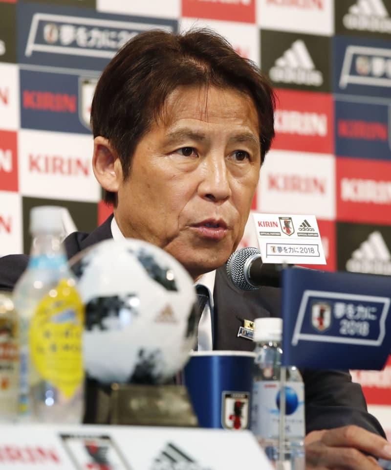 ガーナ戦メンバーについて記者会見するサッカー日本代表の西野監督=18日午後、東京都内のホテル
