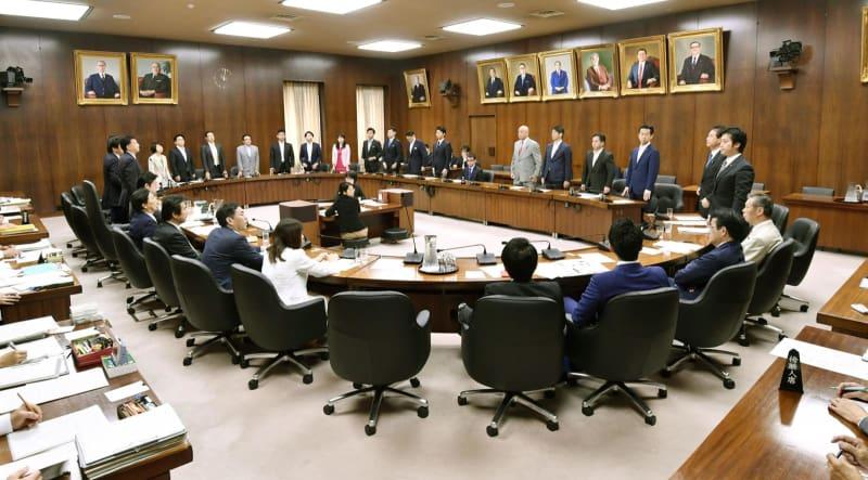 TPPの承認案を与党などの賛成多数で可決した衆院外務委=18日午前