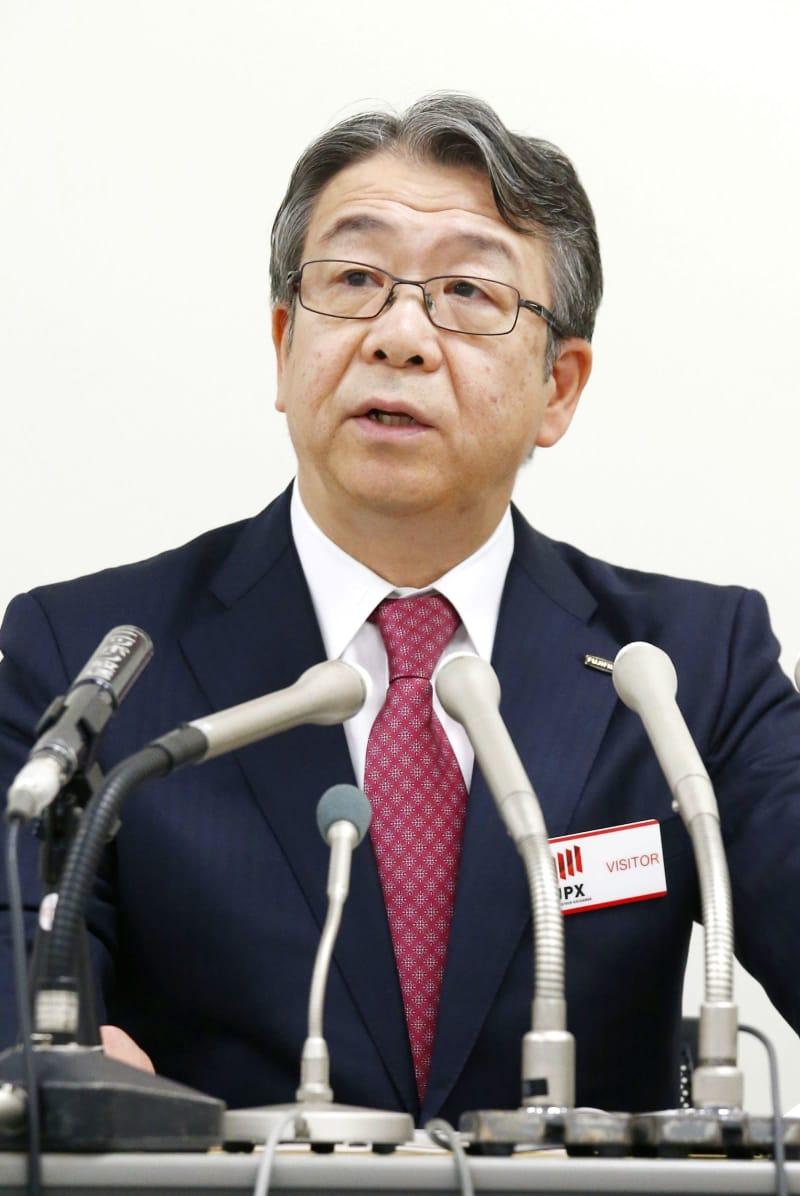 記者会見で質問に答える富士フイルムHDの助野健児社長=18日午後、東京・日本橋兜町の東京証券取引所