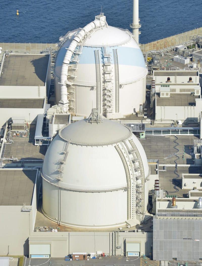 九州電力玄海原発4号機(手前)と3号機=佐賀県玄海町