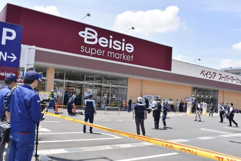 【群馬】スーパーで刃物振り回し従業員2人負傷 30代男性重傷 60〜70代の男を現行犯逮捕 YouTube動画>1本 ->画像>8枚