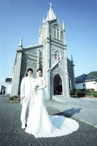 崎津教会で結婚式を挙げるプラン「崎津Wedding」(チームボアソルテ提供)