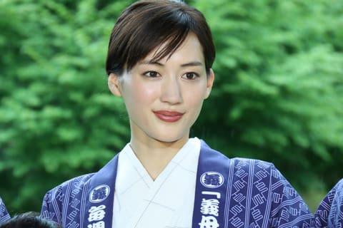 主演連続ドラマ「義母と娘のブルース」の制作発表に登場した綾瀬はるかさん