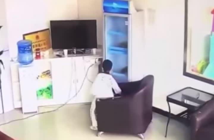 中国でM5.9の地震、6歳の男の子...