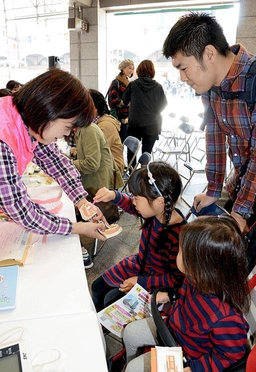 「歯磨き大切」歯科医師らイベント 熊本
