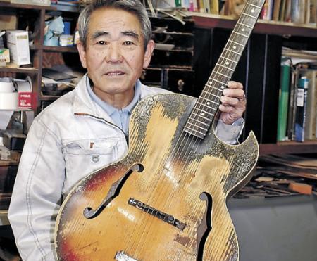 半世紀経てギター修繕 南砺の名職人、憂歌団・内田さんの愛器
