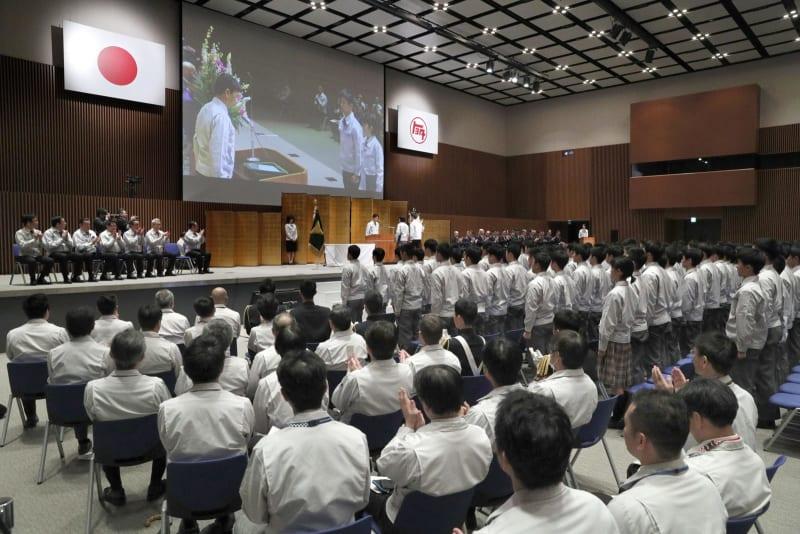 愛知のトヨタ工業学園で卒業式 2...
