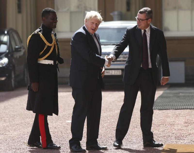 英、主要新閣僚は離脱強硬派 ジ...